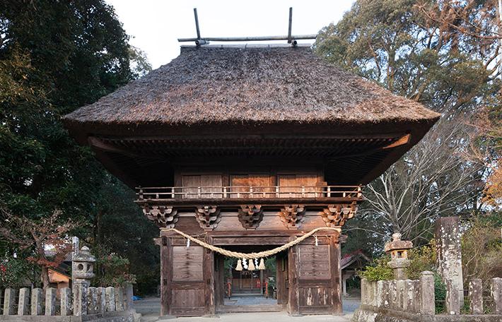 王宮神社楼門【多良木町】|日本で最も豊かな隠れ里 日本遺産人吉球磨【熊本県】